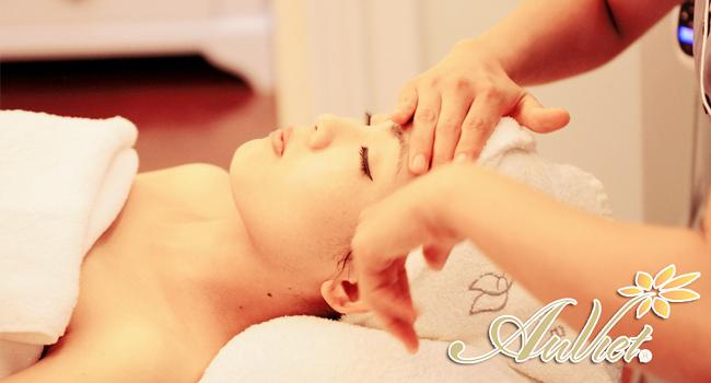 Massage giúp quá trình dưỡng trắng trẻ hóa da đạt hiệu quả hơn