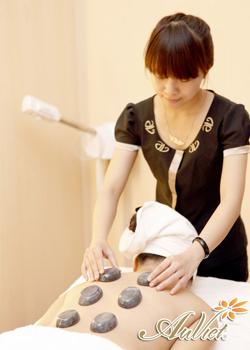 Massage body bằng đá nóngMassage body bằng đá nóng