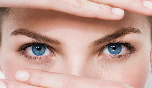 Xóa nhăn quanh mắt